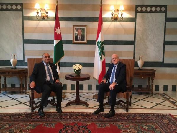 رئيس الوزراء الأردني يبحث مع نظيره اللبناني تعزيز العلاقات الثنائية