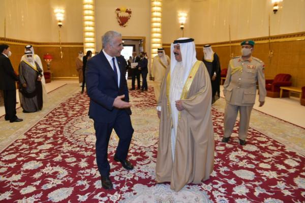 """أول لقاء رسمي بين ملك البحرين ومسؤول إسرائيلي """"رفيع المستوى"""""""